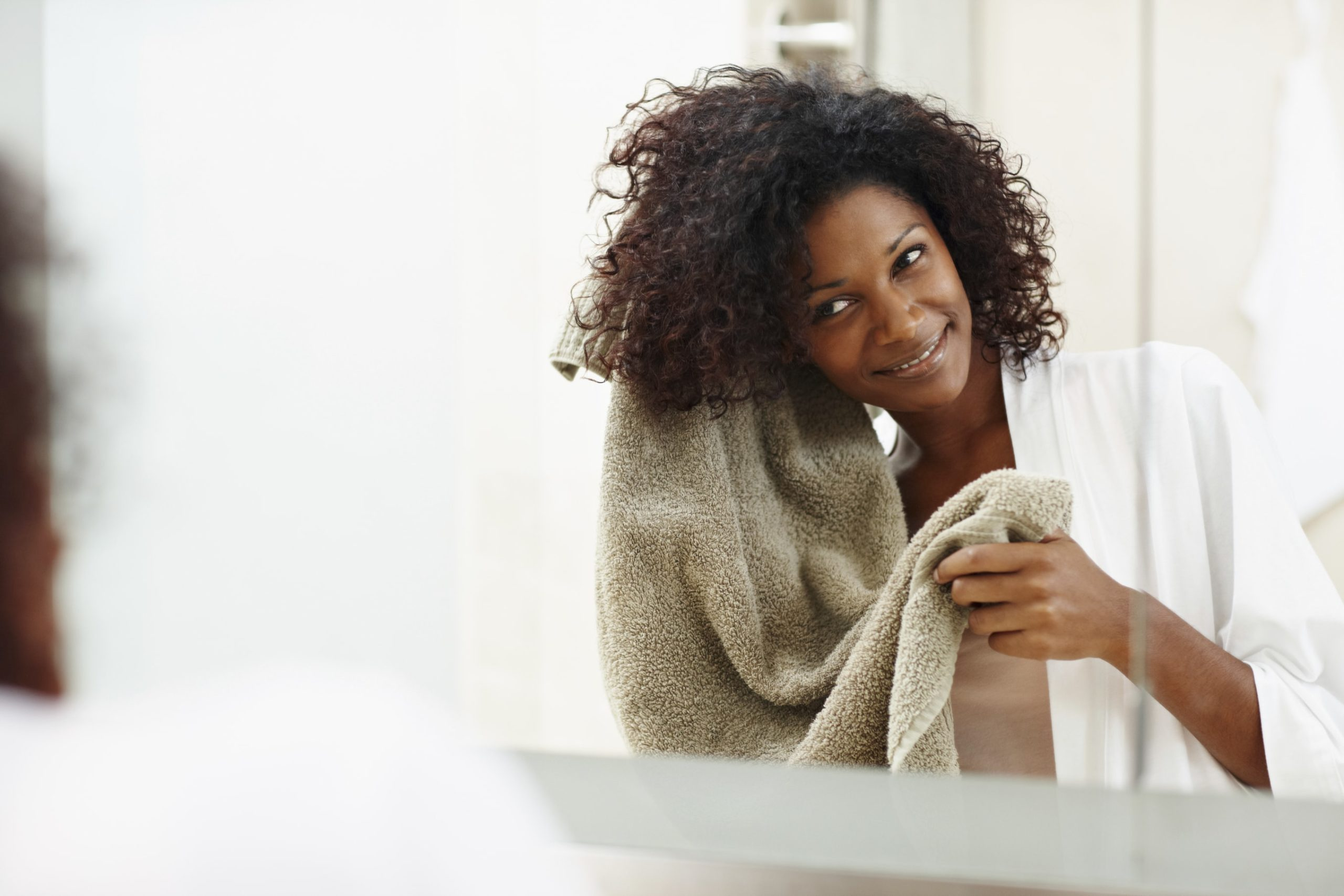 https://www.hairadvisor.co/wp-content/uploads/2020/01/black-woman-washing-hair-istock-20332933-large-min-scaled.jpg